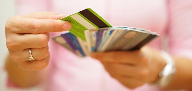 Geld abheben in der ganzen Welt mit kostenlosen Kreditkarten für Studenten