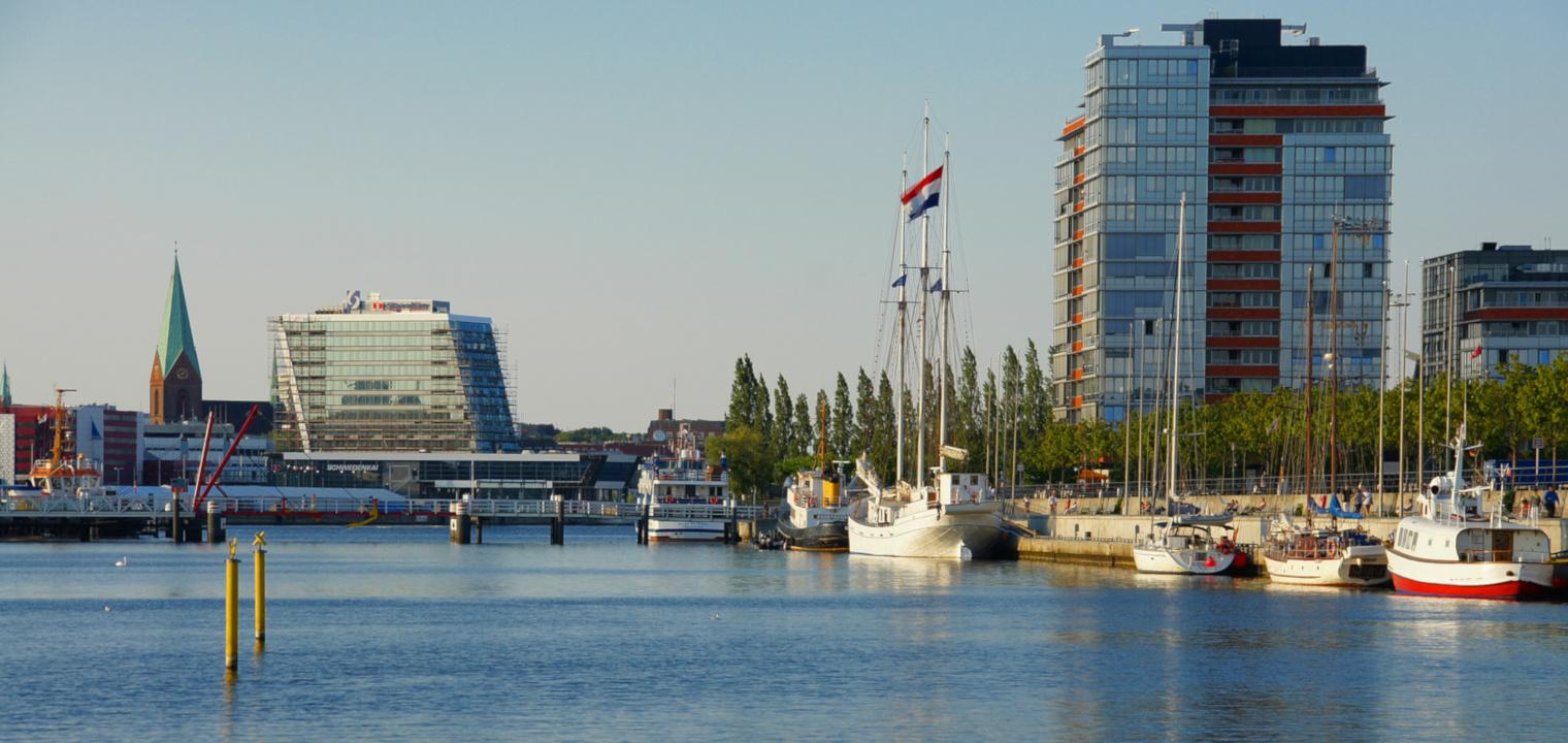 Osthafen Kiel mit Stadtansicht