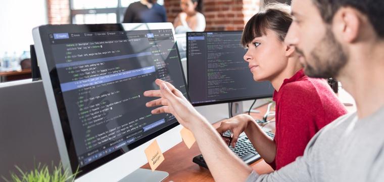 Fernstudium Informatik: Anbieter, Inhalte und Karrierechancen