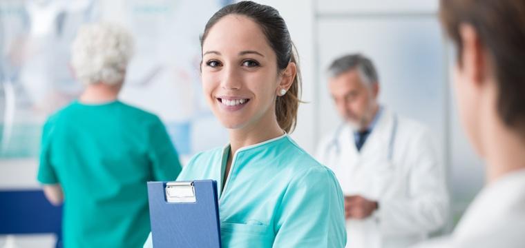 Fernstudium Medizin: Anbieter, Inhalte und Karrierechancen