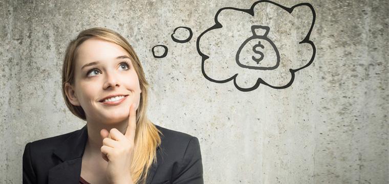 Junge Frau mit Gedankenblase und Geldsack mit Dollar-Zeichen darin.