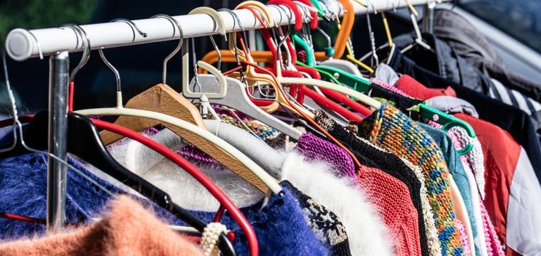 Kleidung verkaufen: Wie Du mit Deinen alten Klamotten richtig Cash machst