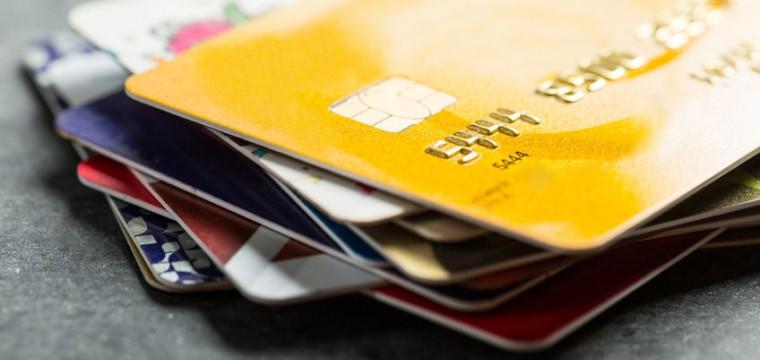 6 kostenlose Kreditkarten mit Cashbacks, Gutscheinen und gratis Reisen.