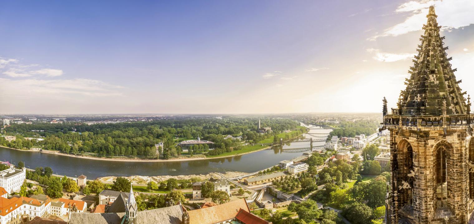 Sicht über Magdeburg und Südturm des Doms