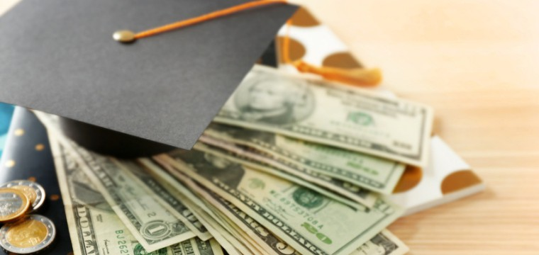Für ein Langzeitstudium musst Du in machen Bundesländern Gebühren zahlen