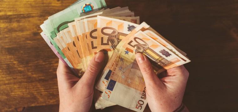 Der Mindestlohn von 8,84 € für ein Werkstudenten-Gehalt ist Pflicht