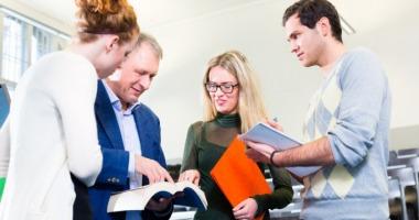Die Regelstudienzeit kann je nach Studienabschluss und Studienfach variieren.