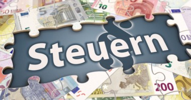 Ist Dein Gehalt höher als 9.000 € im Jahr musst Du die Lohnsteuer abführen