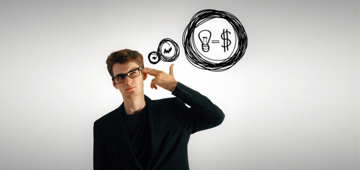 Cleverer Student macht sich Gedanken über seine Finanzen.
