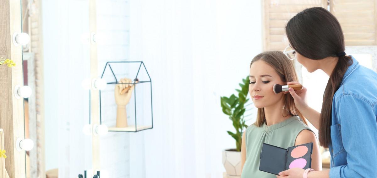 make up artist ausbildung beruf mystipendium. Black Bedroom Furniture Sets. Home Design Ideas
