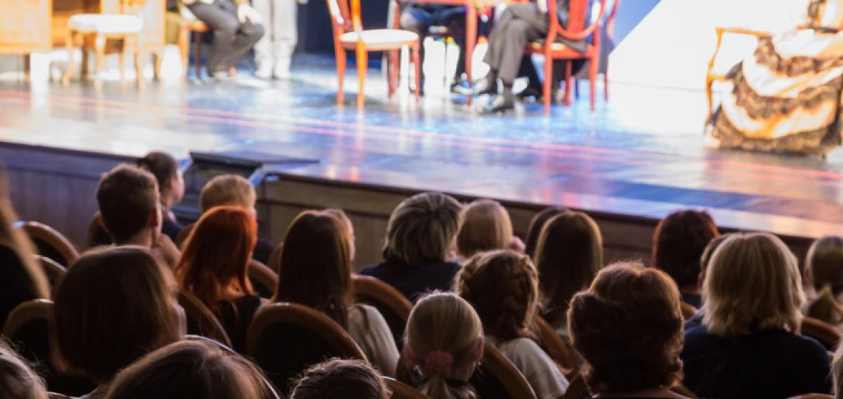 Schauspieler werden: Ausbildung, Aufgaben, Gehalt